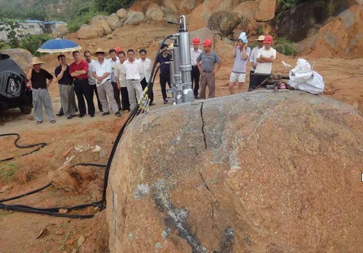 红柱石如何开采 选择经济高效设备--迪戈开裂机 液压分裂机