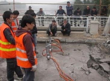 迪戈桥面破除利器液压分裂机破除钢筋混凝土免爆破设备即劈破机