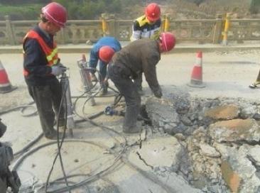 路面钢筋混凝土拆除设备分裂机湖北迪戈劈裂机即劈破机劈力机