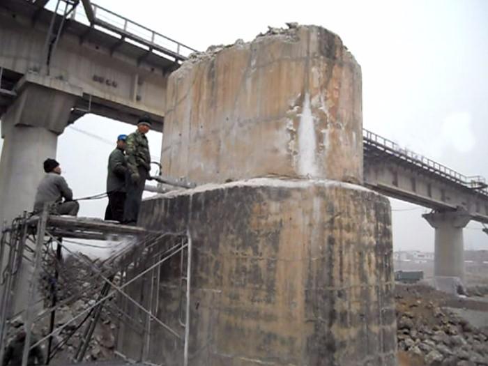 高架立交桥桩,铁路桥桩头的破桩设备-迪戈破桩机